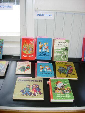 Pihlajaveden ala-aste, Keuruu: Kansakoululaulujen ilta, Aapis- ja lukukirjojen näyttely